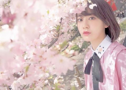 桜の木の花と宮脇咲良