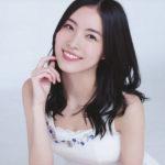白いタンクトップの松井珠理奈