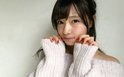 赤いマニュキュアの萌え袖の村瀬紗英