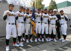 学校前の創始学園野球部メンバー