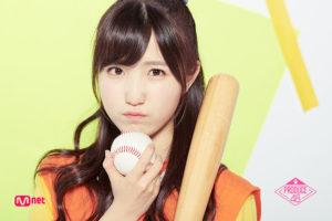 プデュ48で野球ボールとバットを持つ本田仁美