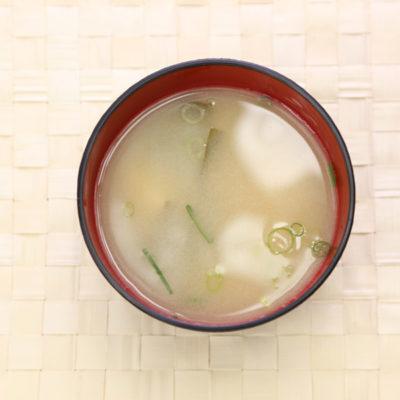 味噌汁を真上から見た画像