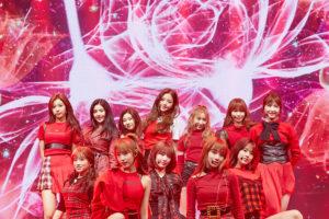 IZONEデビューショーコンの赤い衣装ステージ