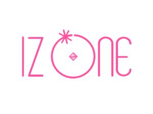 白地にピンクのizoneロゴ