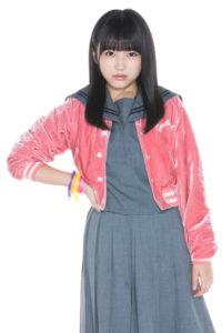 矢吹奈子しぇからしかの時のグレーの制服にピンクのカーディガン