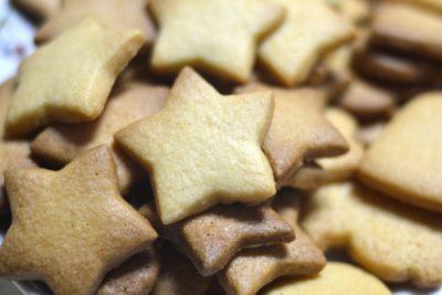 大量の星型のクッキー