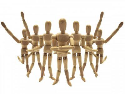 7体の木のデッサンに使う人形