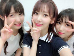 ピースするIZ*ONEになる前の本田仁美と宮脇咲良と矢吹奈子の3ショット
