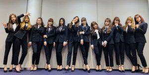 黒スーツのizoneメンバー
