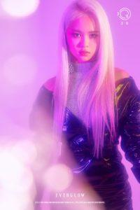 紫のカラーの中立っているEU