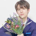 花束を持つファンユンソン