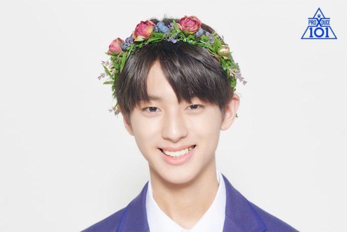 花冠をして笑顔のキムミンギュの顔画像